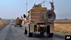 2019年10月21日美国军车抵达伊拉克达胡克附近。