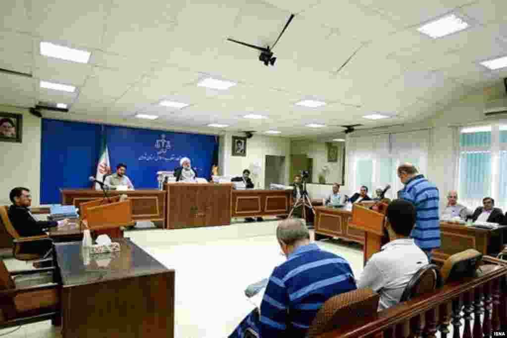 رای دادگاه متهمان دوم و سوم فساد نفتی اعلام شد؛ آنها به جای اعدام به بیست سال زندان محکوم شدند. بابک زنجانی در این پرونده ردیف اول و به اعدام محکوم شده است.