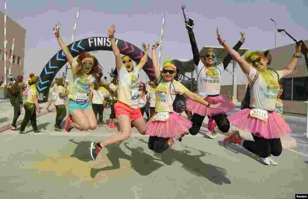 خوشحالی شرکت کنندگان فستیوال رنگ در دوحه قطر