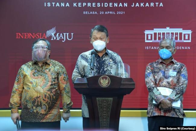 Menteri ESDM Arifin Tasrif (tengah) dalam telekonferensi pers di Kantor Presiden, Jakarta, Selasa (20/4) menargetkan pemerintah akan stop impor BBM pada 2030. (Foto: Courtesy/Biro Setpres)