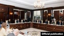 Azərbaycan parlamentində ABŞ-la bağlı dinləmə