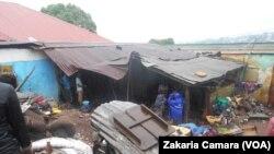 Une forte pluie a causé des morts et des dégâts matériels à Conakry, Guinée, 13 juillet 2016. (VOA Zakaria Camara)