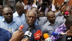 Presidente de Angola, José Eduardo dos Santos, depois de votar no dia 31 de Agosto. Dois milhões de militantes do MPLA não fizeram o mesmo.