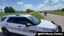 Полиция оцепила район, прилегающий к месту стрельбы в городе Брайан, Техас, 8 апреля 2021 года