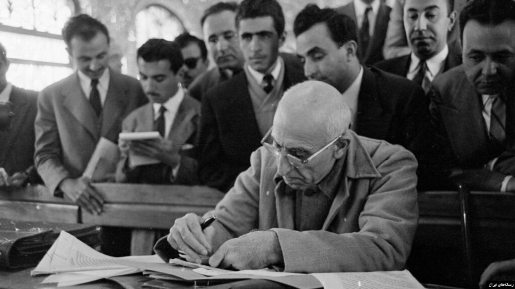 مصدق بعد از کودتا در دادگاه نظامی محاکمه شد