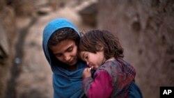 په پاکستان کې افغان مهاجرین د بې و زلۍ، تعلیم او تربیې، او روغتیایي ستونزو سره مخ دي.