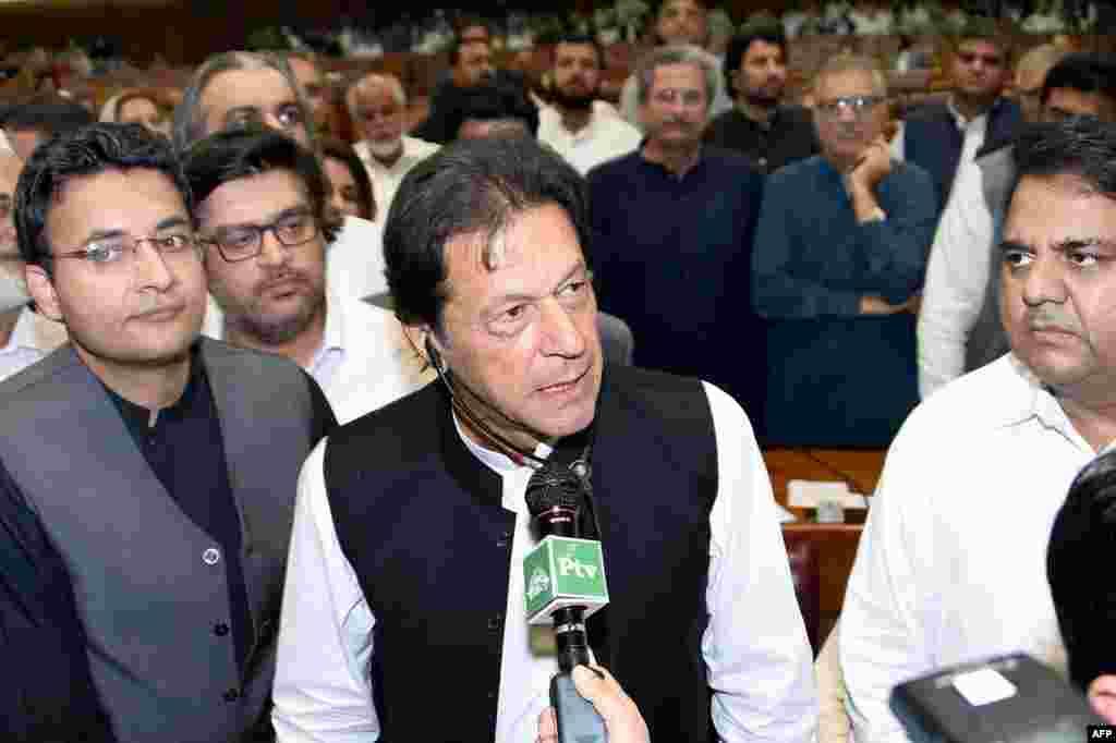 17 اگست 2018 کو قومی اسمبلی میں وزیرِ اعظم کا انتخاب جیتنے کے بعد عمران خان نے اپنے مختصر خطاب میں کہا کہ وہ کرپٹ لوگوں کا احتساب کریں گے اور انہیں جیلوں میں ڈالیں گے۔