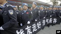参加海地维和任务的中国部队在北京为牺牲战友举行葬礼 2010年1月