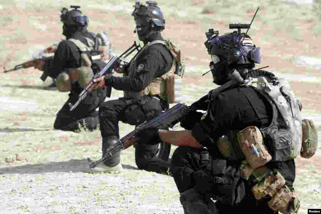 Iraqi special police officers demonstrate their skills during a graduation ceremony in Karbala, Aug. 28, 2014.