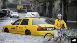 Ulice New Yorka nakon tropske oluje Irene, 28. kolovoza 2011. Zbog globalnog zatopljenja i porasta razine mora milijuni u SAD-u mogli bi biti pogodjeni poplavama