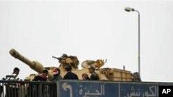 무바라크 이집트 대통령의 즉각 퇴진을 외치는 시위대