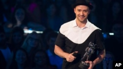 "Justin Timberlake accepts video of the year award for ""Mirrors"" at the MTV Video Music Awards Aug. 25, 2013, at the Barclays Center in the Brooklyn borough of New York."