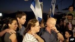 ພວກພີ່ນ້ອງຂອງທະຫານອີສຣາແອລ Gilad Schalit ຜູ້ທີ່ຖືກກຸ່ມ ຮາມາສຈັບ ແລະກໍາລັງຈະຖືກປ່ອຍຕົວ