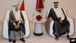 셰이크 사바 알아흐마드 알 사바 쿠웨이트 국왕(왼쪽)이 7일 카타르 도하를 방문해 셰이크 타밈 카타르 국왕을 만났다.