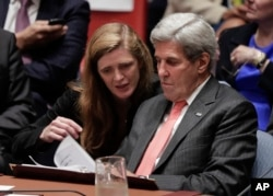 U.S. Secretary of State John Kerry, right, talks with U.S. Ambassador to the U.N. Samantha Power during a Security Council meeting, Sept. 21, 2016, at U.N. headquarters.