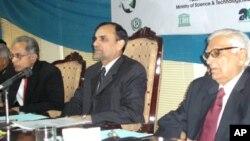 سائنس کے عالمی دن کے موقع پر منعقدہ تقریب میں وفاقی وزیر اعظم خان سواتی دیگر شرکا کے ساتھ