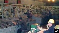평양시에 전기를 공급하는 북한 평양화력발전련합기업소 사령실 (자료사진)
