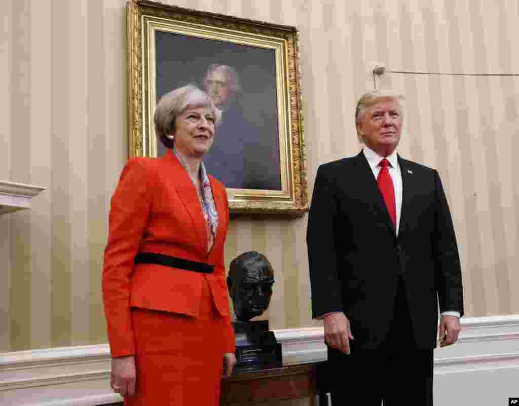 В пятницу 27 января, после выступления на конференции лидеров республиканской партии в Филадельфии, президент США встретился с премьер-министром Великобритании Терезой Мэй. Мэй заявила, что времена, когда США и Великобритания вмешивались в дела других стран, чтобы переделать их по собственному подобию, остались в прошлом.