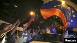Simpatizantes de la MUD celebran el triunfo en las calles de Caracas.