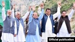 لواری ٹنل کے افتتاح کے موقع پر نواز شریف اپنی جماعت دیگر راہنماؤں کے ہمراہ