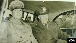"""Eyzenhaueri """"həyatda ən yaxşı katibi"""" adlandıran General Duqlas MakArtur dəfələrlə onun Filippindən başqa yerə transfer olunmasının əleyhinə çıxmış, mümkün qədər onu öz yanında saxlamağa çalışmışdı."""