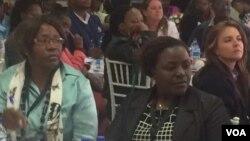 Abanye abesifazane abadinga imali yokwemba okutshiyeneyo eZimbabwe.