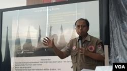 Kapusdatin BNPB Sutopo Purwo Nugroho, dalam konferensi pers, di Graha BNPB, Jakarta, Senin (18/3). (Foto: VOA/Ghita).