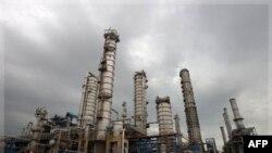 Нефтехимический завод в Иране.