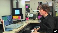 美国马里兰州蒙哥马利学院网络游戏专业的学生正在学习