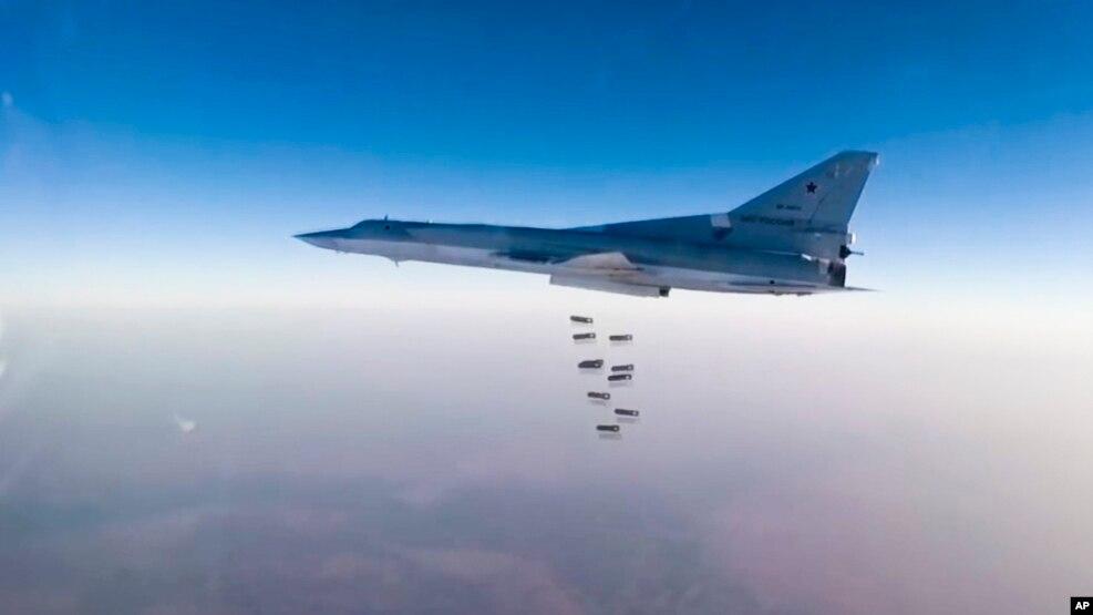 Bombardeiros da Rússia 'posicionados no Irã' atacam alvos na Síria