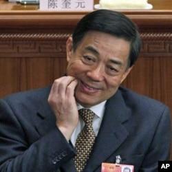 重慶市委書記薄熙來3月5日出席中國人大會議(資料圖片)