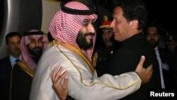 پاکستانی وزیر اعظم عمران خان نور خان ایئر بیس راولپنڈی پر سعودی ولی عہد محمد بن سلمان کا استقبال کر رہے ہیں
