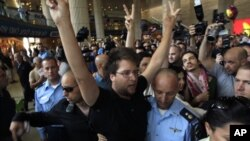 親巴勒斯坦活動人士被以色列扣押。