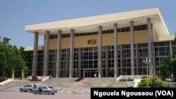 Le parlement de Brazzaville, au Congo, le 21 septembre 2017. (VOA/Ngouela Ngoussou)