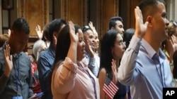 Mariela Martínez, dominicana, se naturalizó como ciudadana estadounidense el martes, en Nueva York.