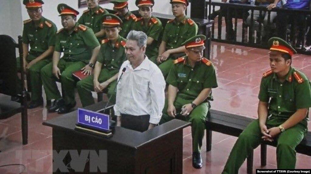 """Ông Đào Công Thực tại phiên tòa sơ thẩm của Tòa án Nhân dân tỉnh Hòa Bình hôm 19/9. Cựu giáo viên 58 tuổi bị kết án 14 năm tù với tội danh """"lật đổ chính quyền nhân dân."""""""