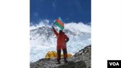 Murad Aşurlı Everest zirvəsində