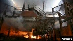 Sebuah pabrik baja di India. (Foto: Dok)