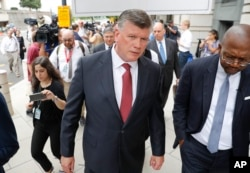 Attorney Kevin Downing, with the defense team for Paul Manafort, is seen leaving federal court in Washington, Friday, Sept. 14, 2018. Former Trump campaign chairman Paul Manafort has pleaded guilty to two federal charges as part of a cooperation deal with