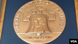 A medal commemorating the World Meeting of Families. (VOA / M. Besheer)