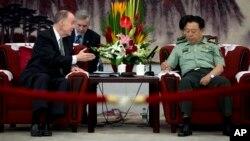 El asesor de Seguridad Nacional de la Casa Blanca, Tom Donilon, se reúnen en Pekin con el general Fan Changlong, vicepresidente de la Comisión Militar Central de China.