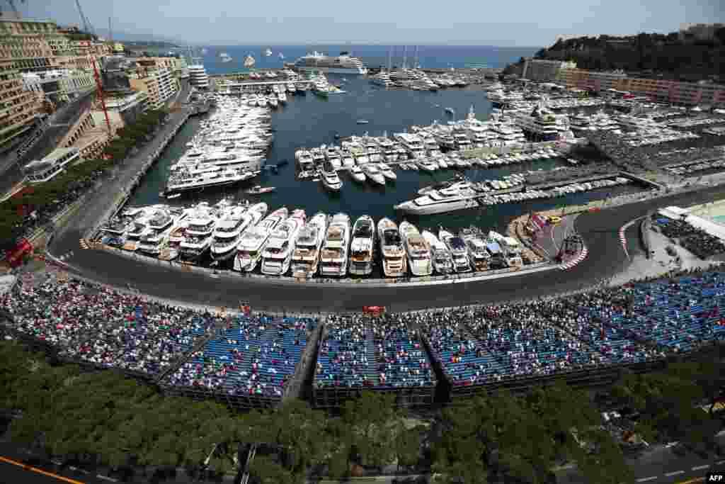 Pebalap Ferrari Kimi Raikkonen melakukan latihan di sirkuit Monaco, tiga hari menjelang Grand Prix Formula 1 di Monaco.