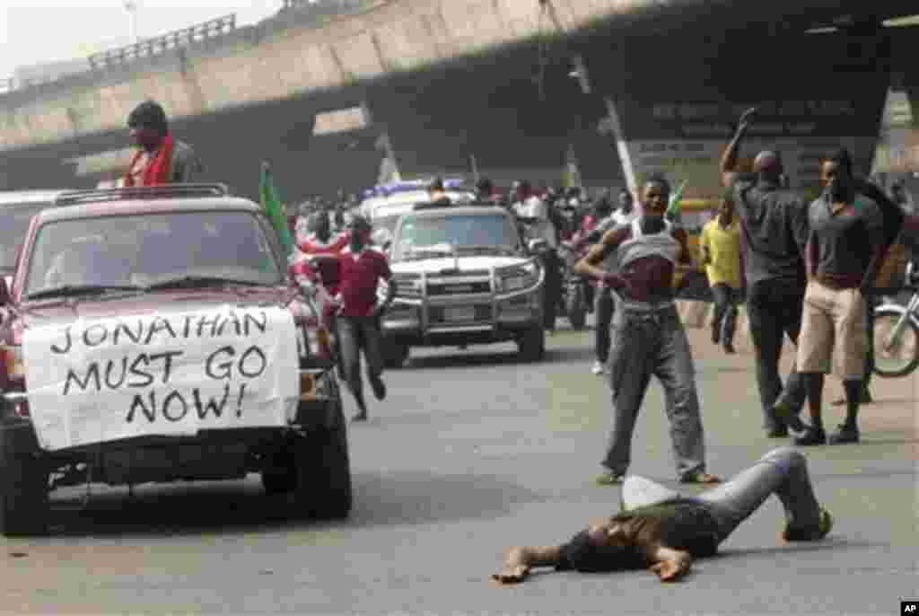 Angry youths protest on the streets following the removal of a fuel subsidy by the government, in Lagos, Nigeria, Thursday, Jan. 12, 2012. A union representing 20,000 oil and gas workers in Nigeria threatened Thursday it would shut down all production st