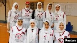 بازیکنان تیم باسکتبال اتحاد جده پیش از بازی دوستانه در عمان