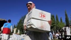 افغانستان کې د ناامنیو له امله د مرستې رسونې موسسې په ډیرو سختو شرایطو کې اړو وګړو ته مرستې رسوي.