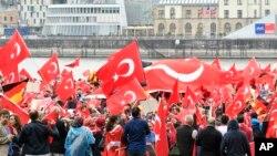 지난달 31일 독일 쾰른에서 4만 명의 터키계 이민자들이 모여 터키에서 발생한 쿠데타 기도를 비난하고, 레제프 타이이프 에르도안 터키 대통령을 지지하는 집회를 열었다. (자료사진)