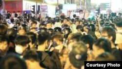 大批示威者星期五晚與星期六凌晨重奪旺角(蘋果日報圖片)