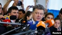 Дослідники вважають, що Порошенко сконцентрував повноваження на рівні авторитарних