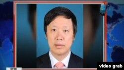 环球时报总编胡锡进接受美国之音VOA卫视采访(2015年视频截图)