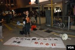 「我們都是511」成員張俊豪與幾位中學生成立「中學生政改關注組」,呼籲更多中學生參與9-26罷課(美國之音湯惠芸攝)